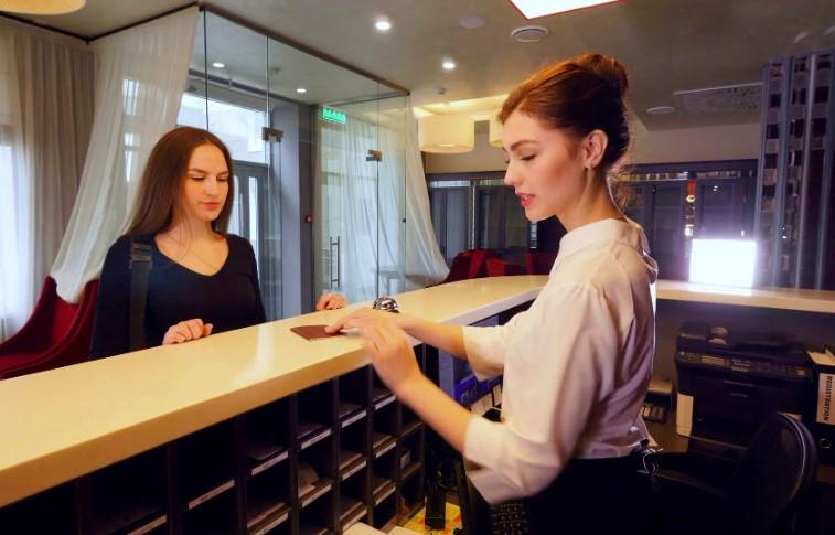 Công việc của lễ tân khách sạn là gì
